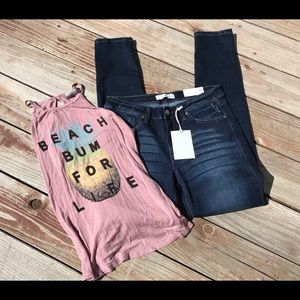 🌸NWT 11/29 light distressed jeans🌸